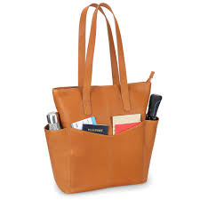 the lightweight leather travel tote1