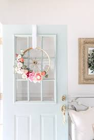 how to hang a wreath with ribbon on a