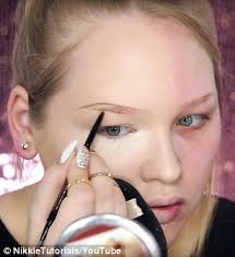 master illisionist nikkie likes to create illusions with her eye make up she