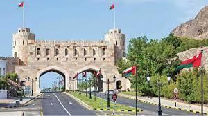 سلطنة عمان تنهي العمل بقرار حظر حركة الأفراد والمركبات ابتداء من السبت  المقبل - سياسة - أخبار - الإمارات اليوم