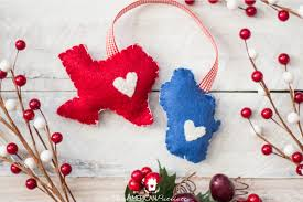 diy home state felt ornament easy inexpensive budget friendly sentimental