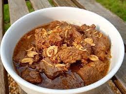 Fimela.com, jakarta daging sapi dan kentang bisa diolah jadi menu semur daging sapi yang enak dan sedap. 5 Resep Semur Daging Paling Lezat Tekstur Empuk Dan Rasanya Bikin Ketagihan