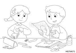Bambini Che Giocano Con Carta Forbici Colla E Pennelli Immagini
