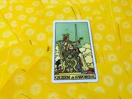 ความหมายไพ่ยิปซี : QUEEN OF SWORDS (ราชินีถือดาบ)