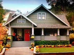 Craftsman Style house from the Home Depot commercial on TV. Had to take a  picture