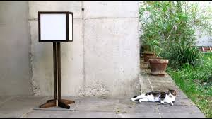 Productie Van Een Moderne Houten Vloer Lamp Rijstpapier Zijkanten