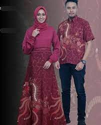 Namanya diambil dari warna anggur burgundy. Model Baju Gamis Batik Kombinasi Kain Polos Modern Merah Maroon Informasi Tips Dan Foto Aneka Baju Gamis Modern Terbaru Yang Lagi Tr Model Pakaian Batik Model