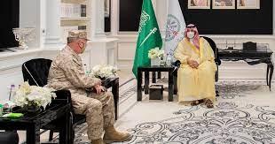 الأمير خالد بن سلمان وماكينزي يبحثان الأوضاع في المنطقة
