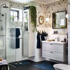 Ikea Badezimmer A Small White Bathroom With A High Cabinet And A