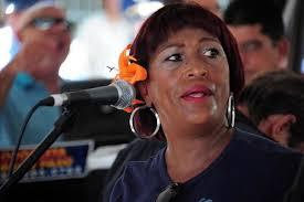 """Yolanda Rivera: Por algo le dicen """"La Hija del Guaguancó"""" a esta pícara ponceña que creció oyendo a la cubana Celeste Mendoza. (Archivo) - 880860_2"""