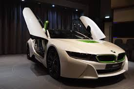 BMW i8 in White and Java Green is stunning