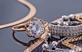 what you need to know about jewelry credit cards