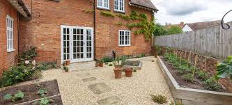 pros and cons of pea gravel patios