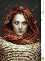 Schitterend Meisje Met Rood Haar En Blauwe Ogen Wilde Vrouw