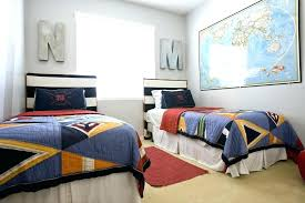 how to arrange 2 twin beds in small room small bedroom ideas for two twin beds how to arrange