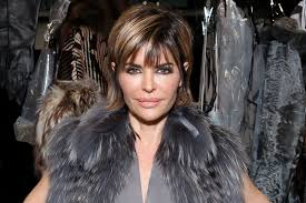 Lisa Rinna Hairstyles Lisa Rinnas New Hairstyle Is Dramatic Video The Daily Dish