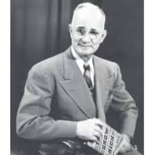 Think and Grow Rich (An Official Publication of the Napoleon Hill  Foundation): Hill, Napoleon: 9781937879501: Amazon.com: Books
