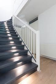 Wenn sie ihre treppe mit hochwertigen setzstufen aus holz nachrüsten möchten, sind wir von holzstufen24 ihr kompetenter ansprechpartner. Geschlossene Treppe Renovieren Upstairs