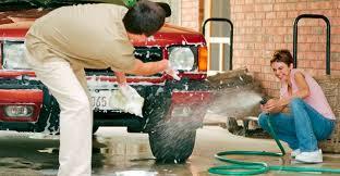 Чем лучше <b>мыть</b> машину: тряпкой, <b>губкой</b> или щеткой