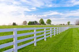 white horizontal wood fence. Briefly, Those Two Are The Best Types Of Fencing That You Can Apply Into Your House. Aluminum And Wood Will Help To Secure House From White Horizontal Fence D
