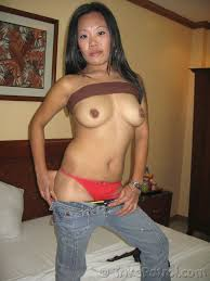 Pinay MILF Sandra fucks young white tourist in hotel