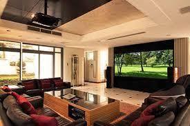 Descubra, com base na estrutura e organização da sua sala, qual é o tipo de projetor que fará mais sentido adquirir. Projetor Para Home Cinema Antares