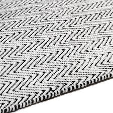 ives rug black white