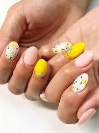 今回は夏にピッタリな黄色で仕上げました 可愛いお花とチェーンが