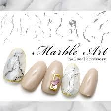 ネイルシールの貼り方や剥がし方のコツ足の爪にも貼ってみよう