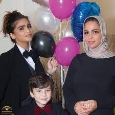 """بالصور: تعرفوا على"""" منى السابر"""" والدة حلا الترك.. وهل تفوق دنيا بطمة  جمالاً؟ • صحيفة المرصد"""