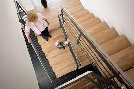 Auch die kalten fliesen lassen sich mit einem pvc boden in fliesen design austauschen. Wie Sie Einer Alten Treppe Einen Frischen Auftritt Verleihen Livvi De