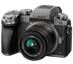 <b>Фотоаппарат Panasonic Lumix DMC</b>-<b>G7</b> kit 14-42mm серебристый