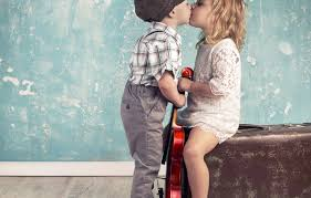 Wallpaper boy, girl, suitcase, kiss ...