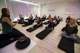 how to meditate in office. Lauren Eckstrom, Left, Begins A Session At Unplug Meditation Center In Los Angeles. How To Meditate Office