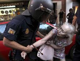 Resultado de imagen de fotos cargas policiales y detenciones pamplona