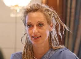 """2006년 """"세계의 여성상 (Women's World Award)""""은 독일 Taunus 출신인 Stella Deetjen 이 받게 되었다고 프랑크푸르트 알게마이네차이퉁이 보도하였다. - Stella_Deetjen"""