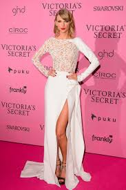 taylor swift at the victoria s secret fashion show 2016