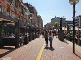 Terrassen open en winkelen zonder afspraak: Eindhoven leeft op [video]