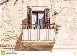 Alter Balkon Mit Alten Hölzernen Fensterläden Stockbild Bild Von