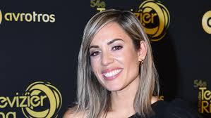 Nienke plas (purmerend, 3 april 1986) is een nederlandse presentatrice, youtuber, zangeres en actrice. Zien Nienke Plas Gaat Voor Kort Pittig Kapsel Grazia