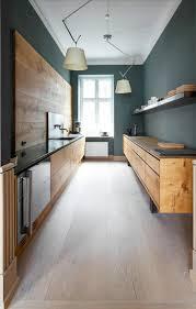 Küchenideen kleine Küche planen Holzboden | MeineNeueKüche ...