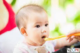 Thực đơn ăn dặm cho trẻ 6-12 tháng các bữa sáng trưa chiều và bữa phụ -  Vzone.Vn