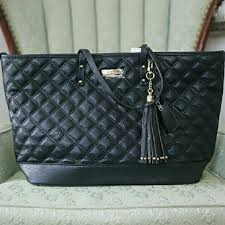 BCBG Paris Diamond Quilted Black Tote NWT | Tassels, 15. and Bottom & BCBG Paris Diamond Quilted Black Tote Bag Black quilted pattern tote with  gold details and a Adamdwight.com