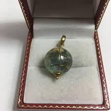 18k gold pendant translucide water