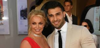 Britney spears' boyfriend has spoken up and out in support of the singer, after hitmaker timbaland spears' fan lit up his mentions in defense of the diva. Britney Spears Boyfriend Sam Asghari Slams Troll Over Weight Loss Photo I Made Things Happen For Myself