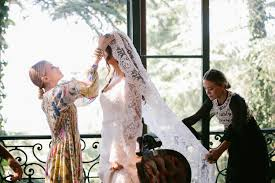 Design A Friend Wedding Dress Mary Kate And Ashley Olsen Design Their First Wedding Gown