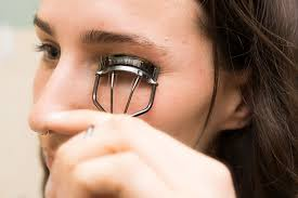 how to use eyelash curler. ways to curl your eyelashes with/without an eyelash curler   valvi girl how use e