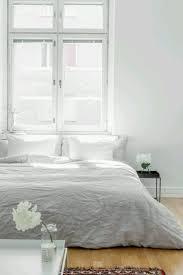 Simplicidad, confort y calidez es todo lo que necesito para sentir como un  dormitorio se. Minimal BedroomClean ...