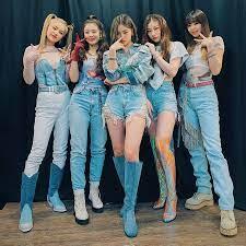 Buzzworthy K-Pop Act ITZY Drop New Album: 'Not Shy'