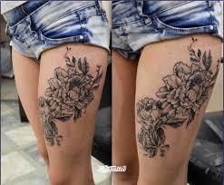 фото татуировки цветы в стиле черно белые татуировки на бедре